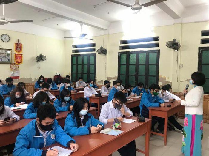 Học sinh Hải Phòng phấn khởi khi được đi học trở lại