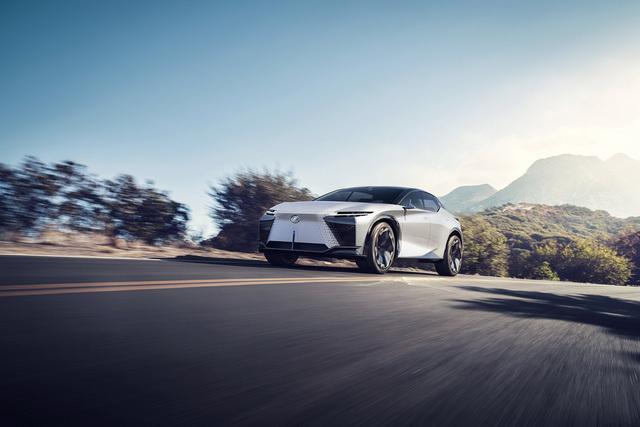 Lexus giới thiệu SUV thế hệ mới áp dụng cho cả dàn xe tương lai
