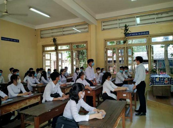 Tiền Giang, dạy phụ đạo miễn phí cho học sinh nhằm chống trượt tốt nghiệp