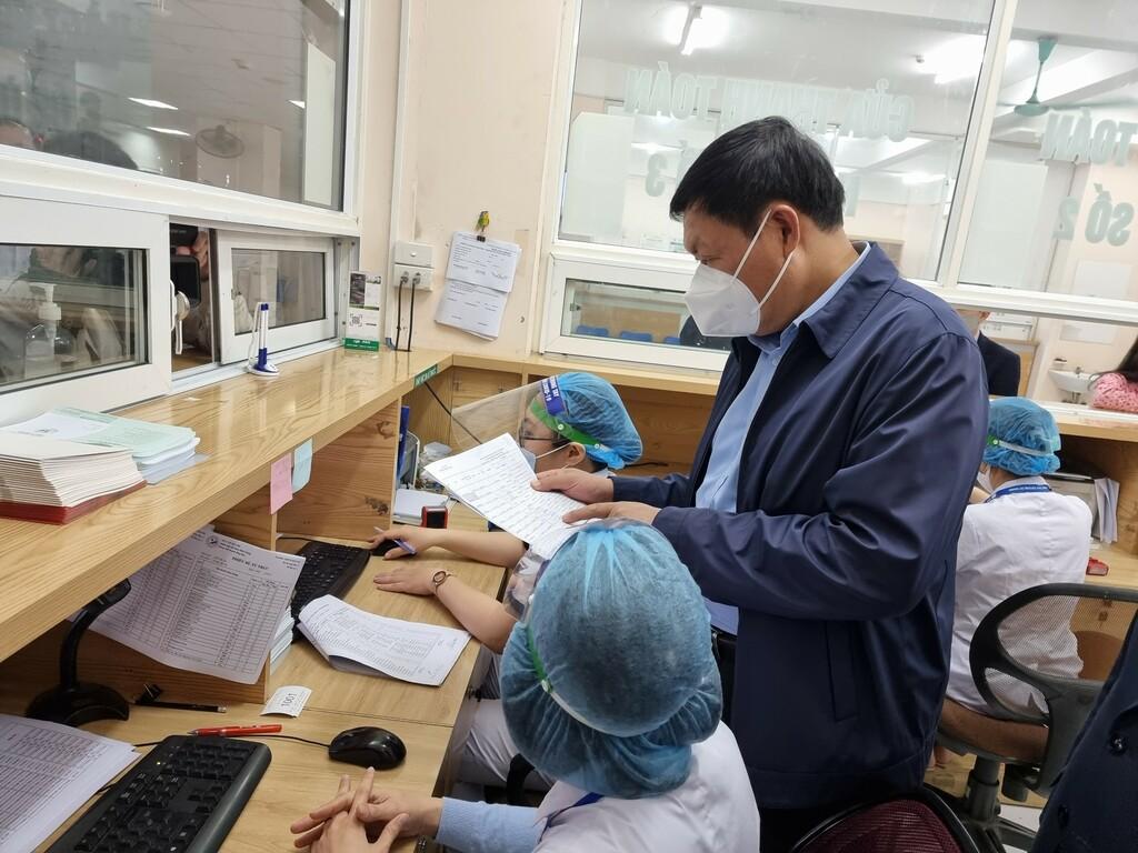 Hà Nội đã tiêm vắc xin COVID-19 cho gần 6.700 người; tích cực tiêm vét đối tượng còn lại