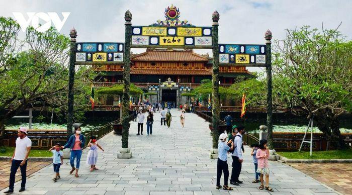 Giảm 50% phí tham quan các điểm di tích lịch sử văn hóa Huế cho khách theo tour
