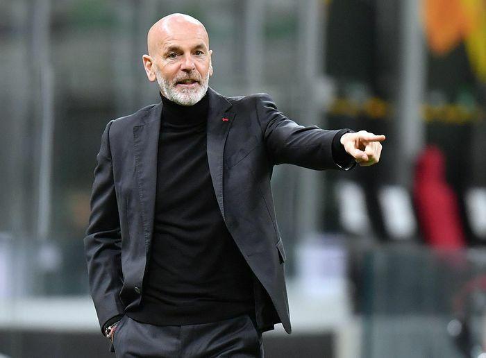 HLV Milan từ chối bắt tay Solskjaer