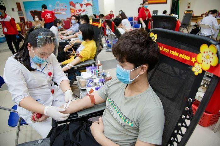Lễ hội hiến máu lớn nhất trong năm vận động tiếp nhận trên 4.000 đơn vị máu