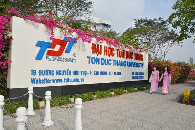 """Giới trẻ tha hồ """"sống ảo"""" bên tường hoa giấy cực đẹp ở Sài Gòn"""