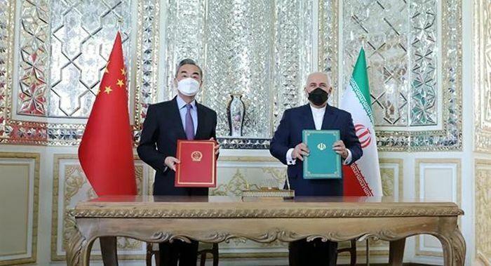 """Trung Quốc """"bắt tay"""" Iran trong thỏa thuận chiến lược lịch sử"""