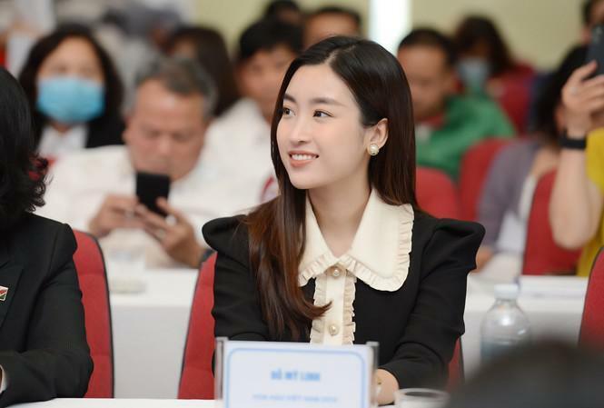 Hoa hậu Đỗ Mỹ Linh háo hức đến Gia Lai dự giải Tiền Phong Marathon