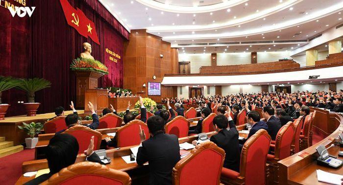 Thông cáo ngày làm việc thứ nhất của Hội nghị Trung ương 2