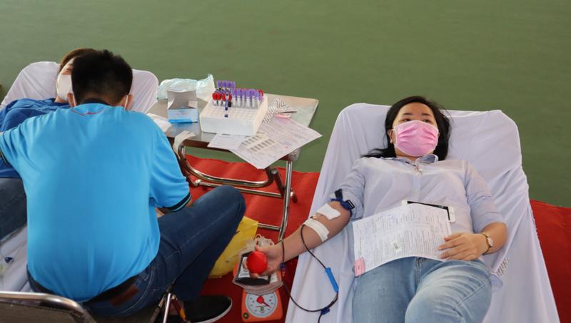 700 tình nguyện viên tham gia hiến máu