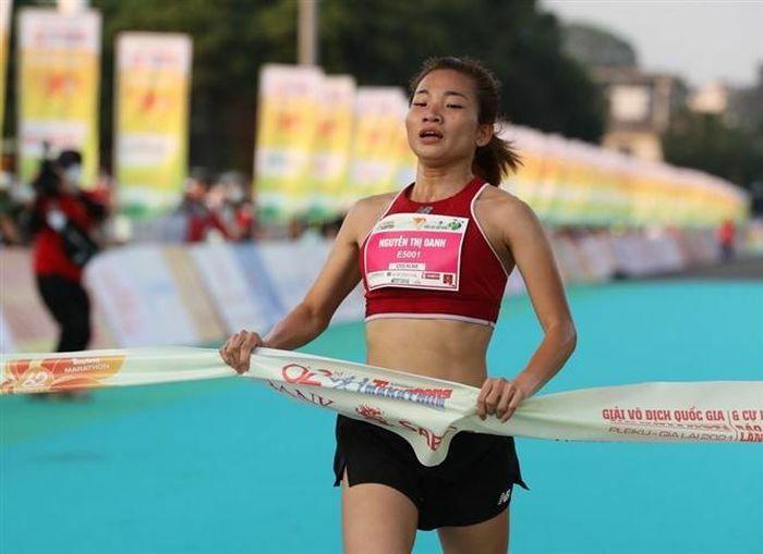 Nguyễn Thị Oanh vô địch cự ly 5km nữ tuyển Tiền Phong Marathon