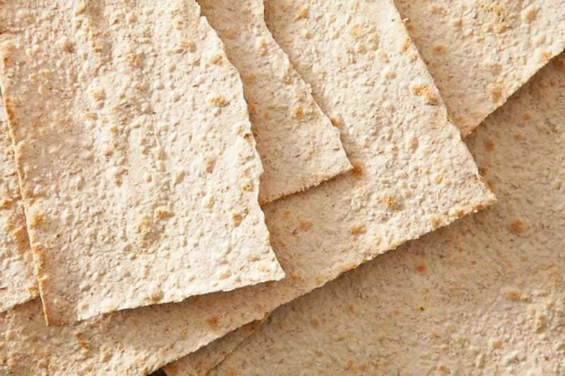 Thưởng thức món bánh mì dẹt Flatbrød truyền thống của Na Uy