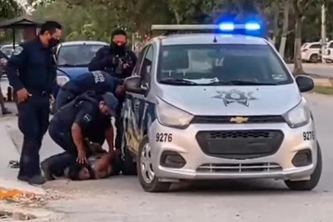 Người phụ nữ tử vong vì bị cảnh sát đè gãy cổ