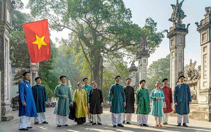Áo dài nam trong dòng chảy văn hóa Việt