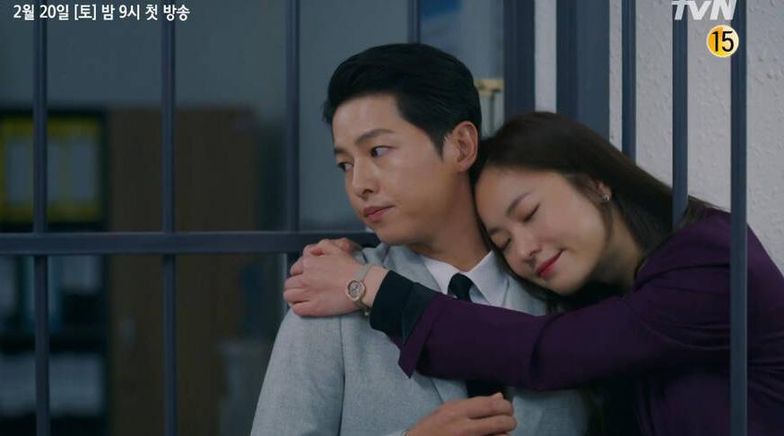 """Kém sắc nhất dàn """"mỹ nhân"""" của Song Joong Ki, nữ chính Vincenzo vẫn khiến dân tình choáng với mặt mộc tuổi 31 của cô"""