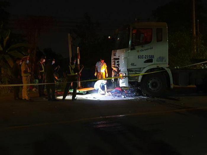 Bình Dương: Hai người tử vong tại chỗ sau va chạm với container