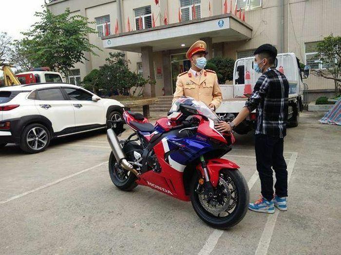 Phóng môtô gần 300 km/h có thể bị phạt tù ở nước ngoài