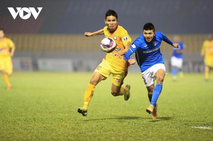 """CLB Than Quảng Ninh """"im lặng"""" trước thông tin cầu thủ bỏ tập vì bị nợ lương 8 tháng"""