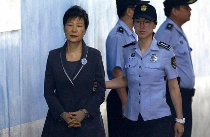 Không nộp phạt 19 triệu USD, cựu tổng thống Hàn Quốc bị tịch thu nhà