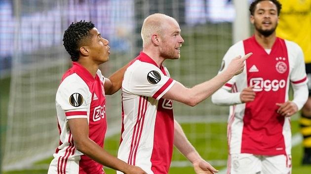 Ajax thắng đậm trên sân nhà