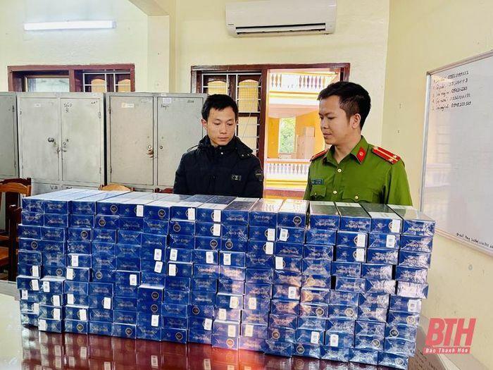 Bắt giữ đối tượng mang 1.600 bao thuốc lá lậu đi tiêu thụ