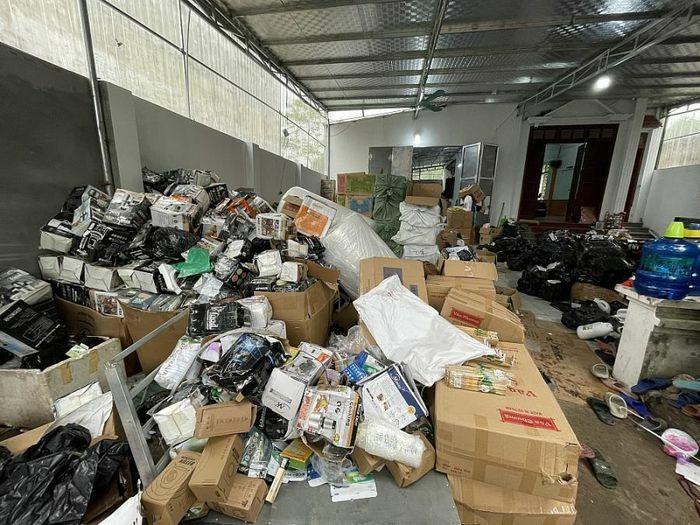 """Triệt phá kho hàng tiêu dùng nhập lậu và giả mạo nhãn hiệu """"khủng"""" tại Hà Nội"""