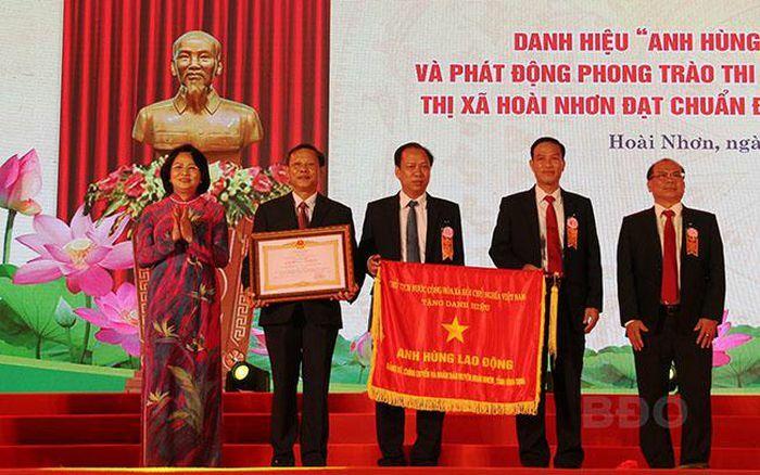 Thị xã Hoài Nhơn (Bình Định) đón nhận danh hiệu Anh hùng