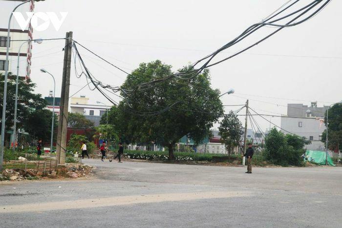 Dự án tái định cư Cây Lim: Gần 20 năm, người dân vẫn phải đi dùng nhờ điện, nước