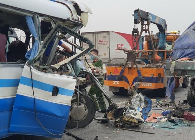 Khởi tố vụ án, tạm giam tài xế xe khách trong vụ tai nạn 3 người tử vong, 19 bị thương