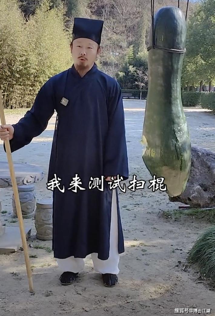 """Chưởng môn Võ Đang đe dọa Từ Hiểu Đông bằng màn thi triển võ công """"không giống ai""""?"""