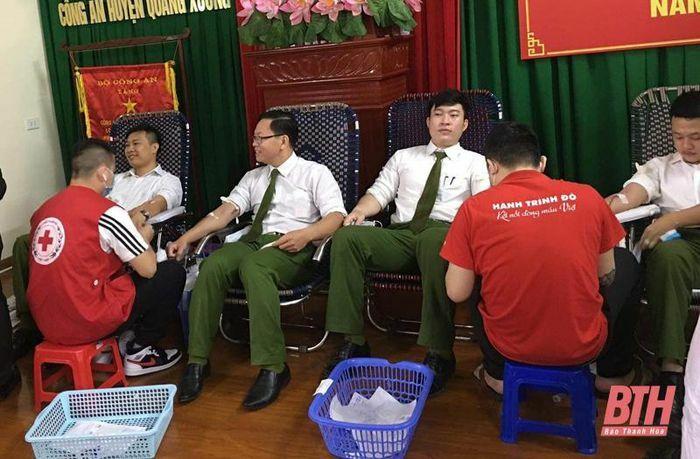 Đoàn Thanh niên Công an huyện Quảng Xương hiến máu tình nguyện