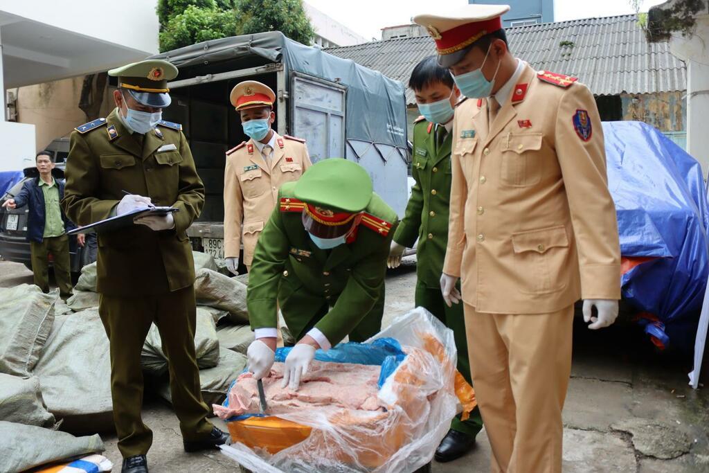 Lạng Sơn: Phát hiện 3,3 tấn nầm lợn đông lạnh nấm mốc