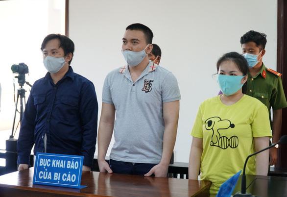 Hai anh em ruột tham gia tra tấn cô gái đến sẩy thai cùng lãnh 30 năm tù - ảnh 1
