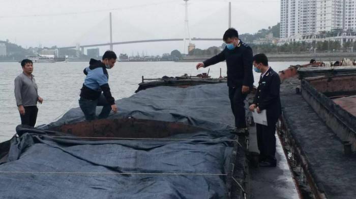 Phát hiện 2 tàu vận chuyển hàng trăm tấn than lậu trên vùng biển Quảng Ninh