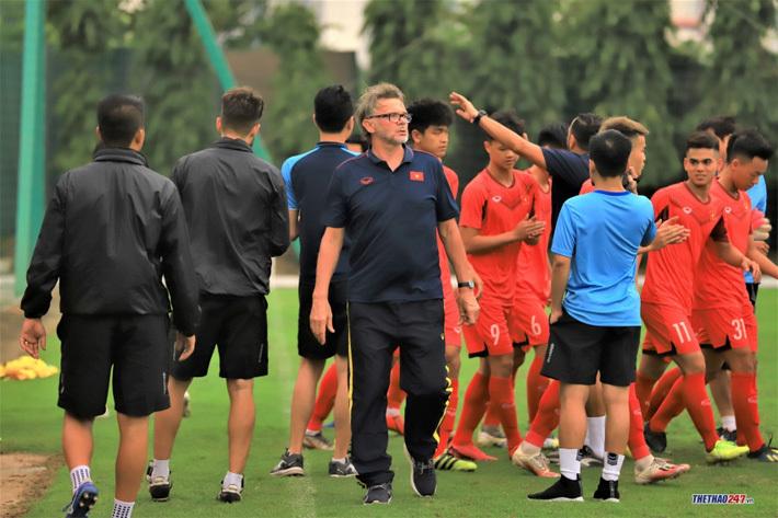 """HLV Troussier: """"Tôi ấn tượng với 2 cầu thủ U18 Việt Nam"""""""