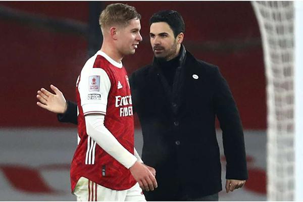 CĐV Arsenal hiến kế cho Arteta cách sử dụng Smith-Rowe trận gặp Olympiacos