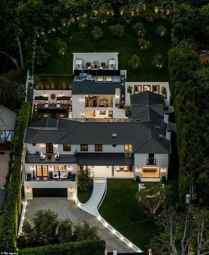 Rihanna tậu biệt thự 14 triệu đô rộng hơn 2000 m2 làm hàng xóm của diva Mariah Carey