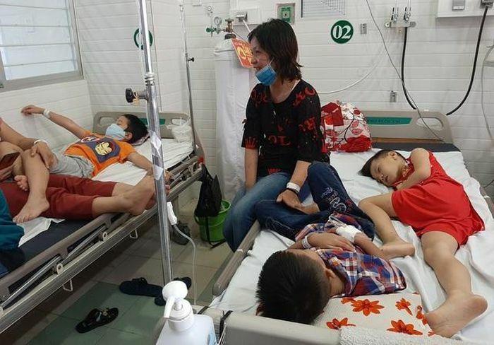 Hơn 300 người bị ngộ độc, 9 người nhập viện cấp cứu ở Bình Định sức khỏe ra sao?