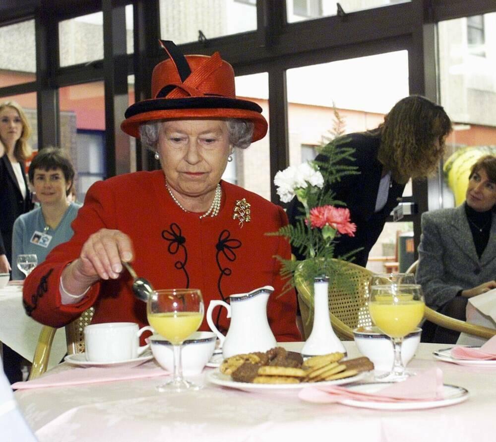 Cuộc sống chồng chéo quy tắc nghiêm ngặt của Hoàng gia Anh