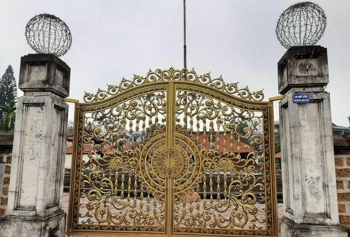 Yêu cầu báo cáo về việc thay cổng đình Tây Đằng