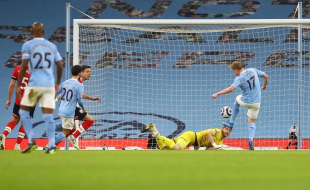De Bruyne và Mahrez mỗi người 2 bàn, Man City huỷ diệt Southampton