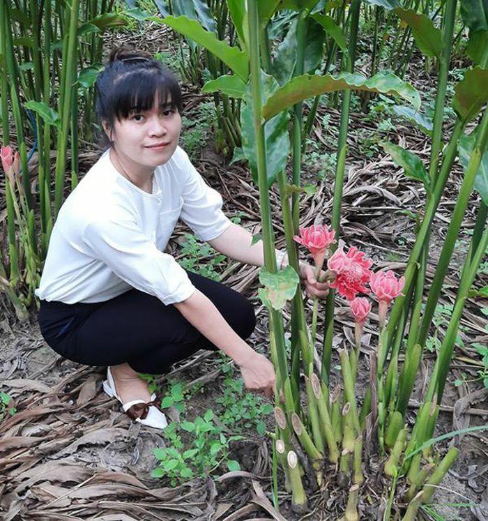 Người phụ nữ gửi khát vọng vào hoa sen Đa Lộc