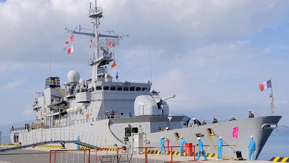 Tàu chiến châu Âu dồn dập vào Biển Đông - ảnh 1