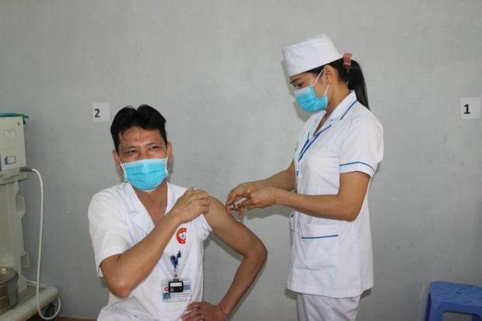 Hà Giang tiêm vaccine phòng Covid-19 đợt đầu tiên