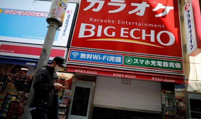 Nhật Bản lo các cụ đi hát karaoke gây lây lan Covid-19