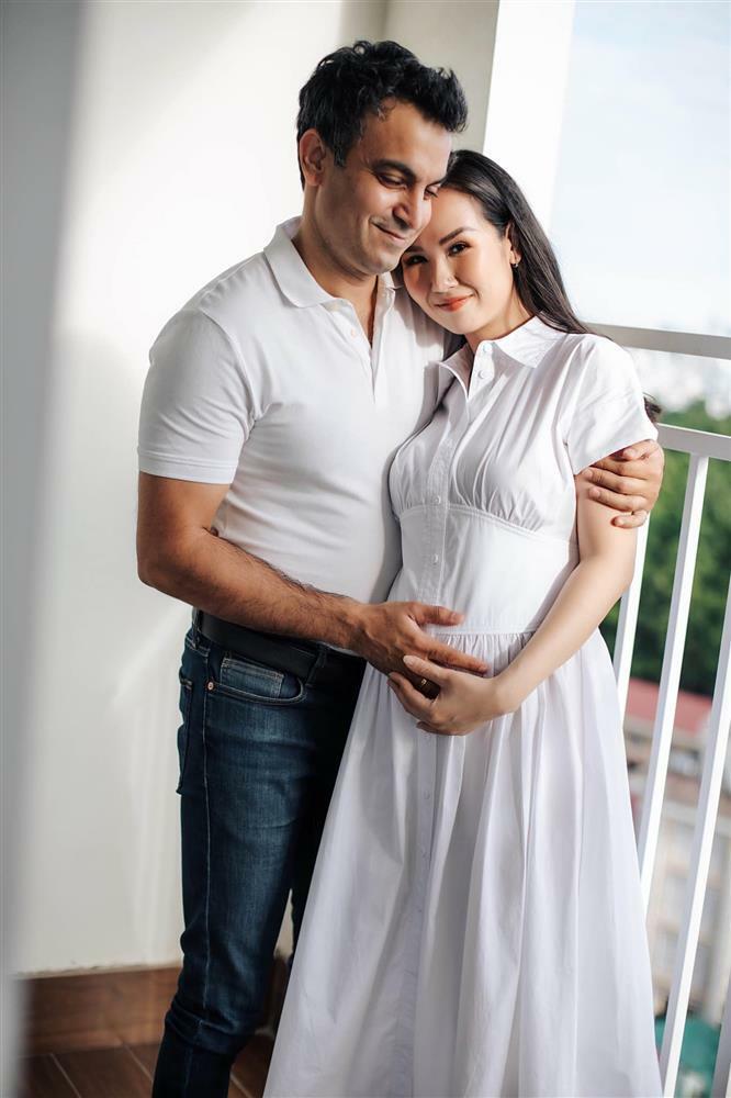 Võ Hạ Trâm mang thai sau 2 năm lấy chồng Ấn Độ