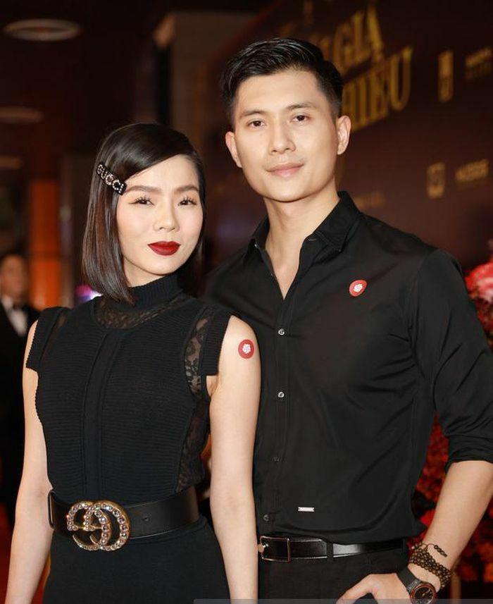 Thời trang đôi ăn ý của Lệ Quyên và tình trẻ Lâm Bảo Châu