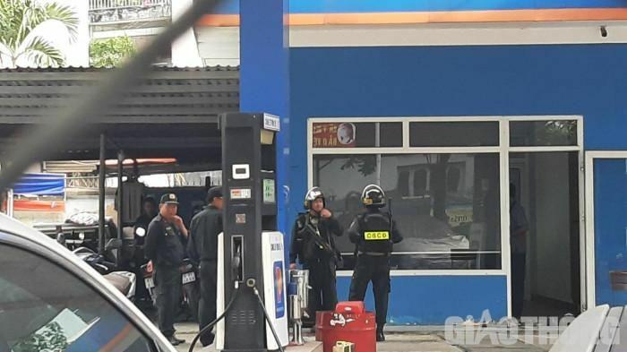 Nóng: Công an đang bao vây, kiểm tra cửa hàng xăng dầu ở TP.HCM