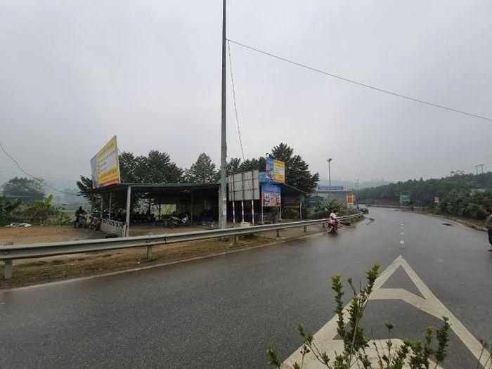 """Tuyến Nội Bài – Lào Cai: Ai """"bảo kê"""" dựng nhà trái phép bán vé xe?"""