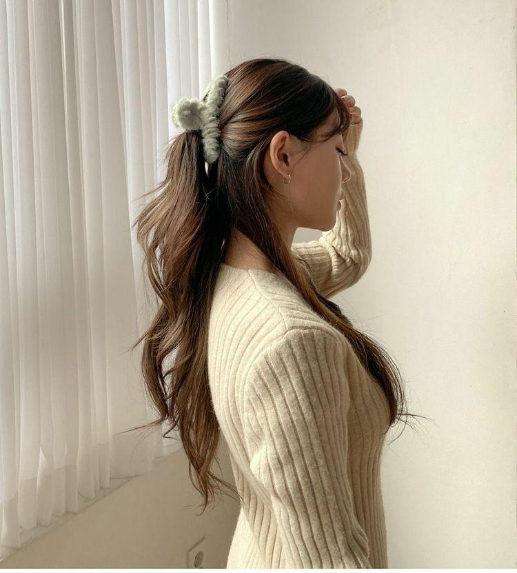 Dùng kẹp càng cua sang chảnh như gái Hàn: Mỗi kiểu kẹp lại đi cùng một style váy áo khác nhau