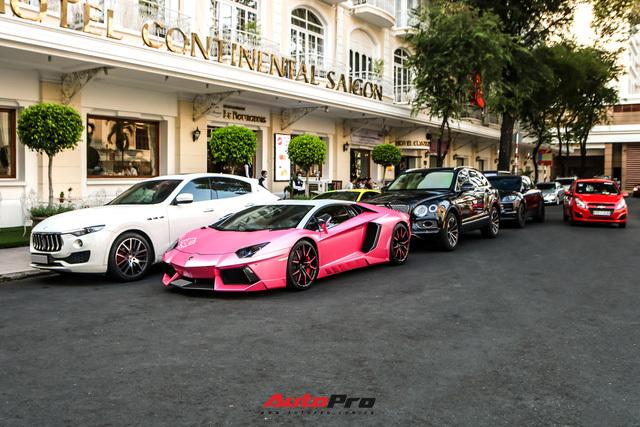 Đại gia lan đột biến hội ngộ siêu xe cuối tuần tại Sài Gòn, hai chiếc gây ấn tượng với ngoại thất nổi bật