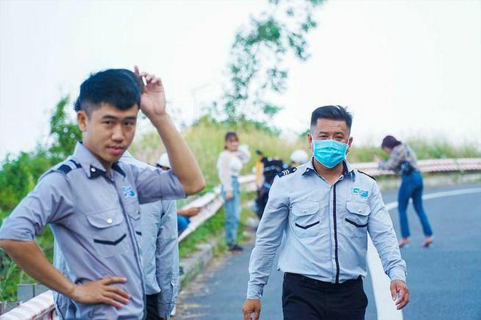 """""""Biệt đội"""" canh gác hàng trăm con khỉ trên núi Sơn Trà"""
